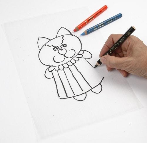 Step 1 - Auf Schrumpffolieplatte zeichnen mit Buntstiften