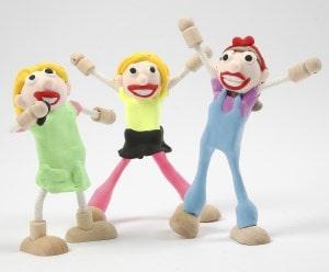 Beipiel: Holzfiguren Girlgroup mit Knete geformt